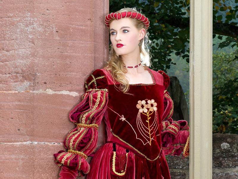 Renaissance Kostuem FI 1 Fiametta, die edle Dame in rotem Samt renaissance mode mittelalter barock rokoko kostÃ